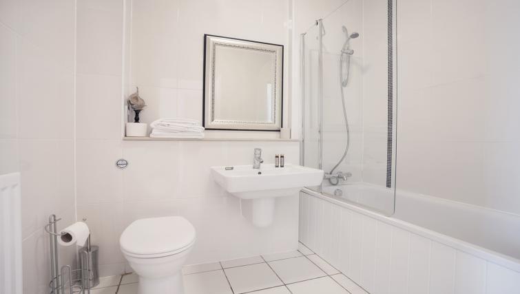 Bathroom at City Stay Apartments Hub - Citybase Apartments