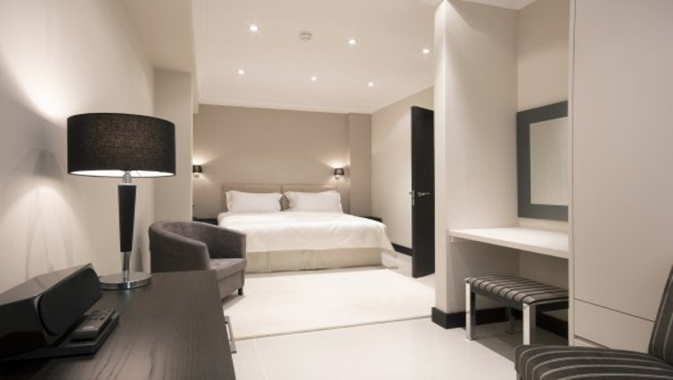 Sophisticated bedroom in Brunel Crescent Apartments - Citybase Apartments
