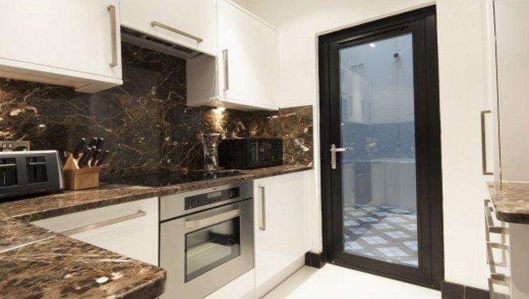 Pristine kitchen in Brunel Crescent Apartments - Citybase Apartments