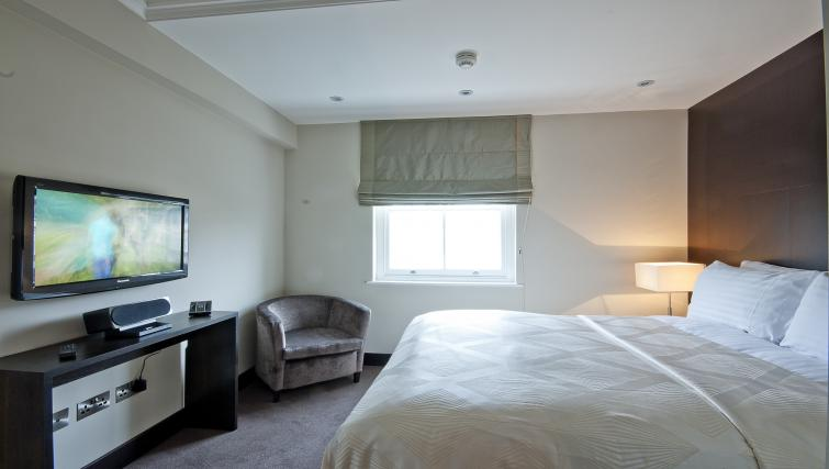 Double bedroom at 130 Queens Gate Apartments - Citybase Apartments