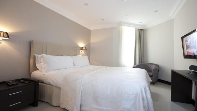 Bed at 130 Queens Gate Apartments - Citybase Apartments