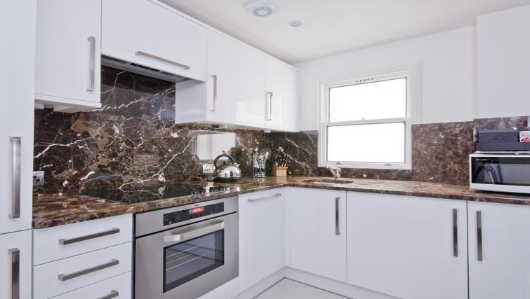 Modern kitchen at 130 Queens Gate Apartments - Citybase Apartments