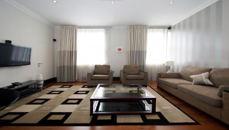 Spacious living area at 130 Queens Gate Apartments - Citybase Apartments