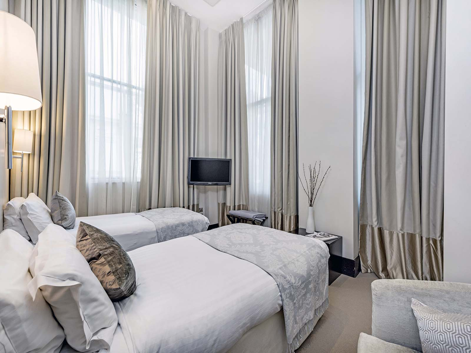 Twin beds at 130 Queens Gate Apartments, South Kensington, London - Citybase Apartments