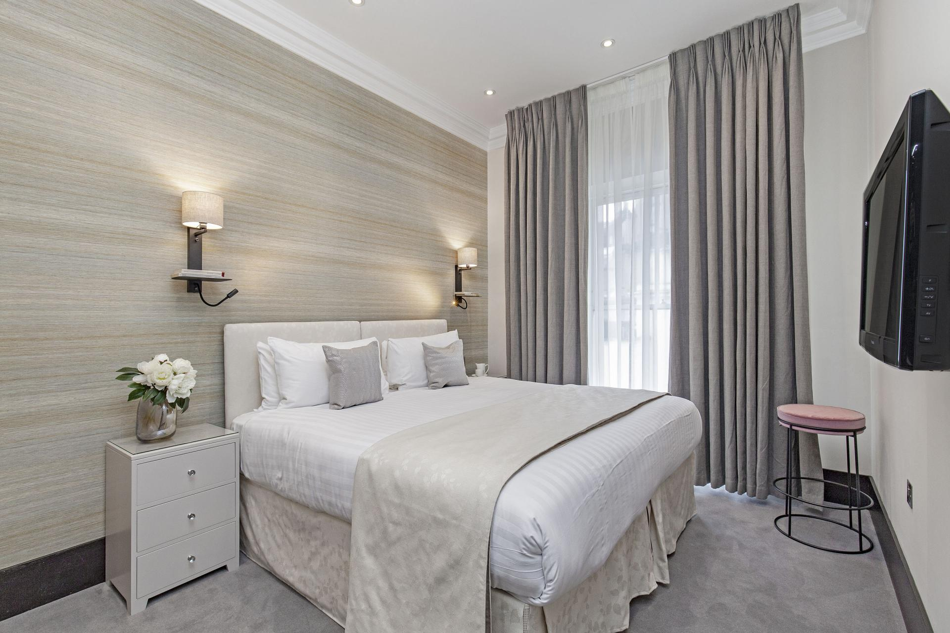 Elegant bed at130 Queens Gate Apartments, South Kensington, London - Citybase Apartments