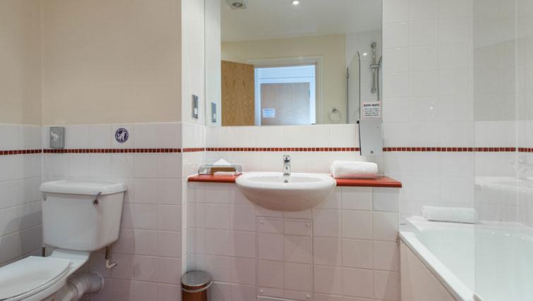 Classic bathroom in Premier Suites Bristol Redcliffe Apartments - Citybase Apartments