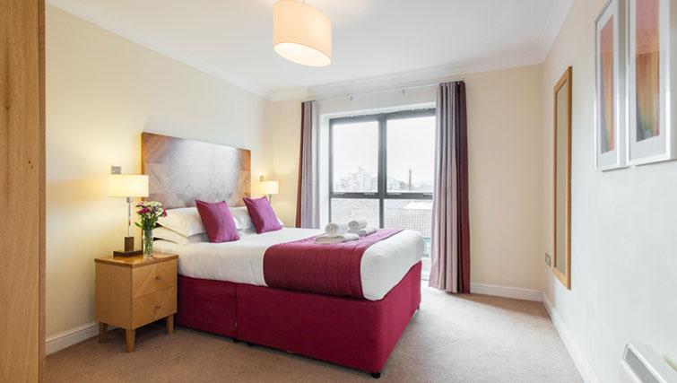 Stylish bedroom in Premier Suites Bristol Redcliffe Apartments - Citybase Apartments