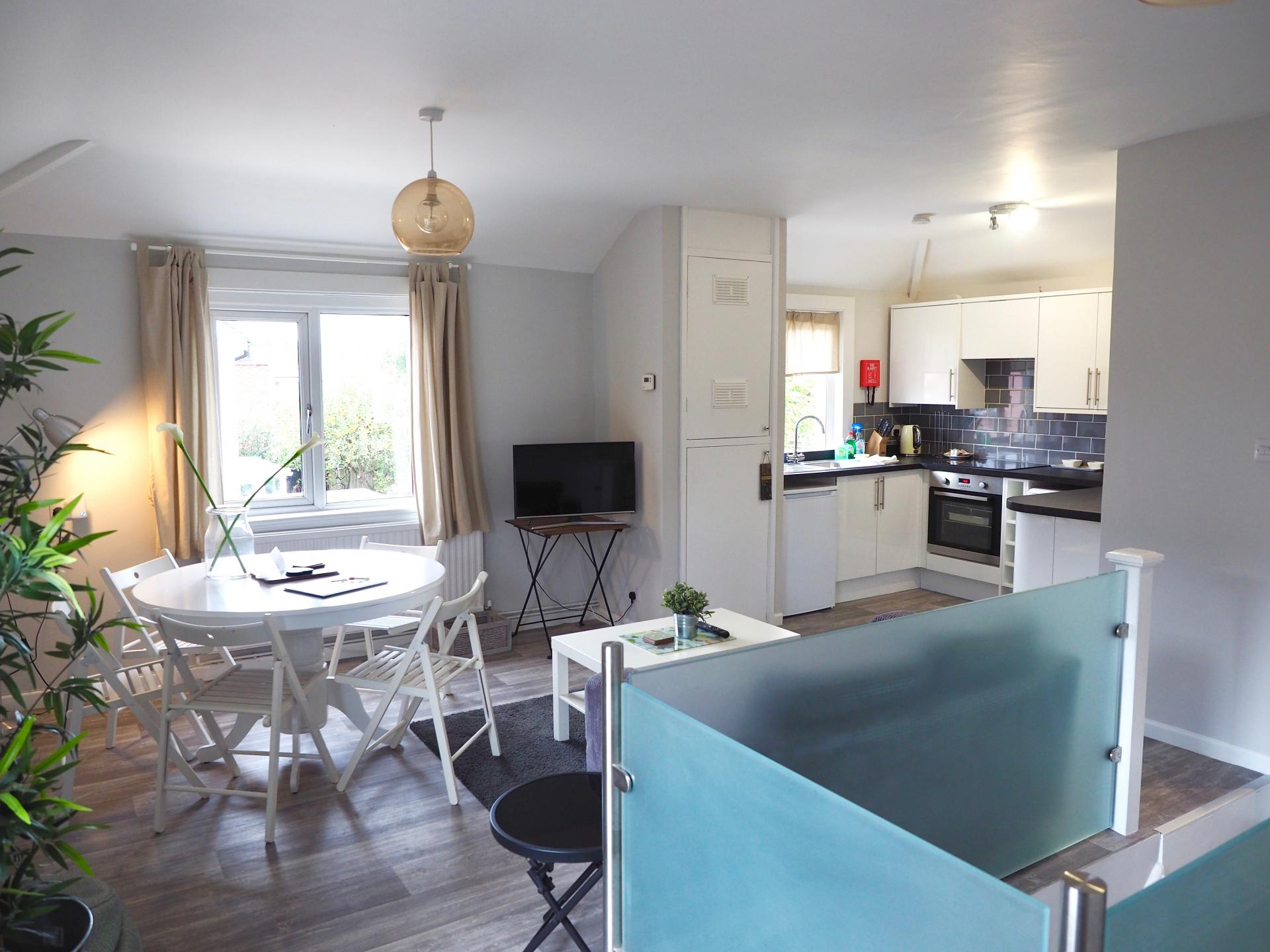 Dining area at Exeter Suite Apartments, Headington, Oxford - Citybase Apartments