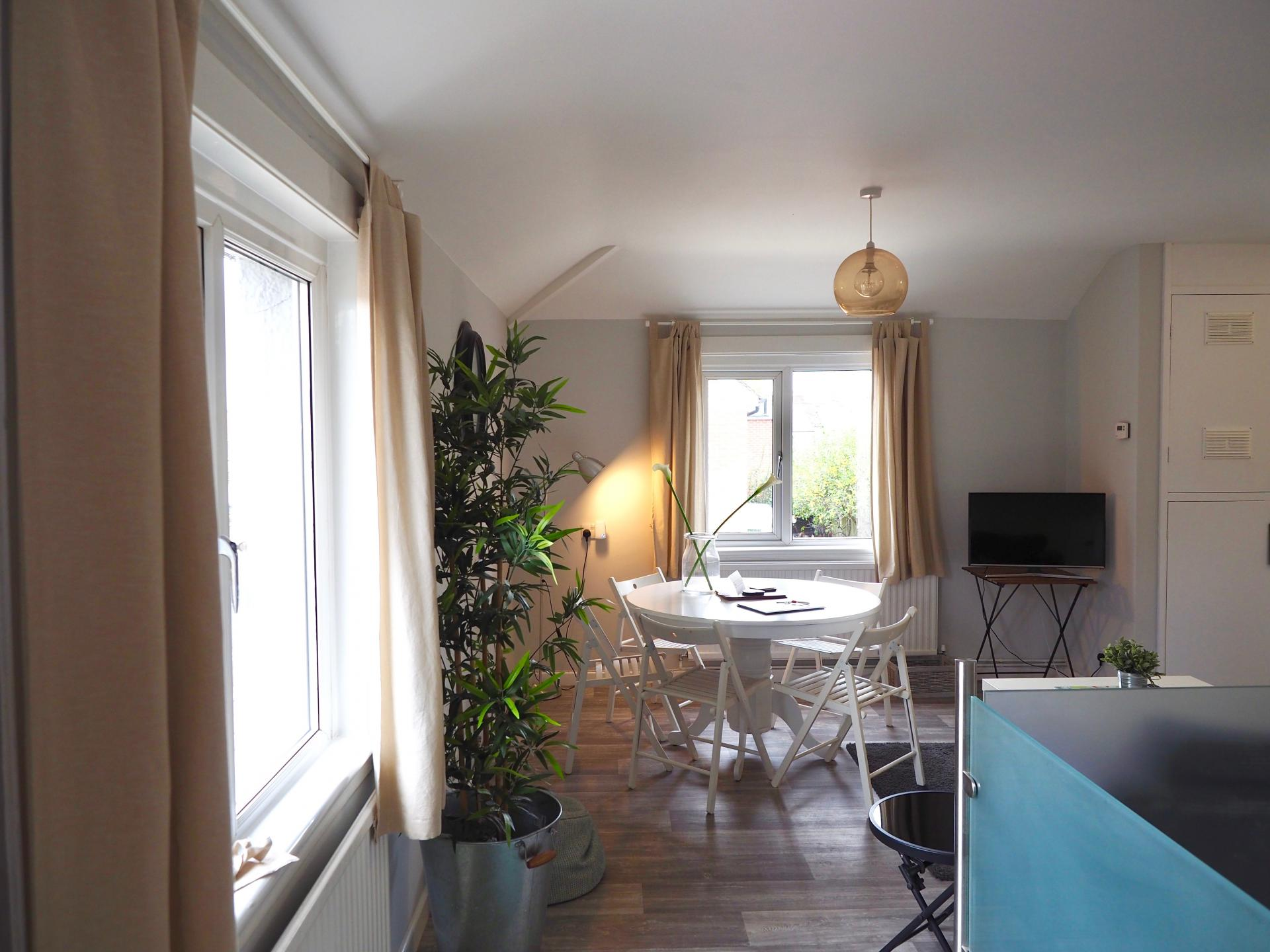 Dining table at Exeter Suite Apartments, Headington, Oxford - Citybase Apartments