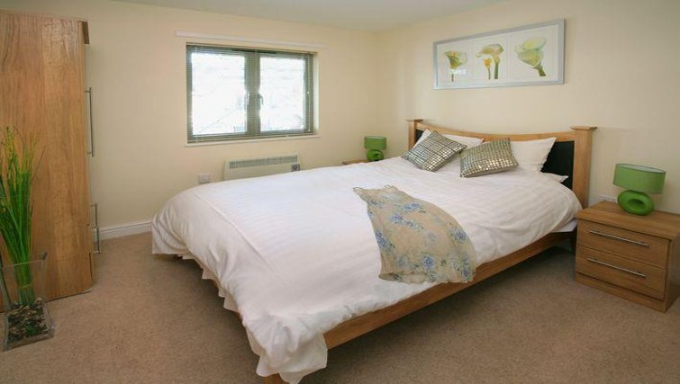 Lovely bedroom in Cotham Lawn Apartments - Citybase Apartments