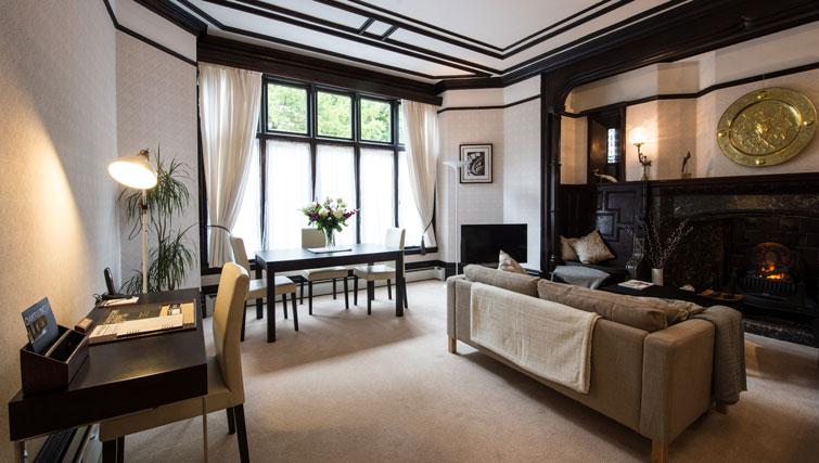 Desk at Oakfield Court Apartment Hotel, Sale, Manchester - Citybase Apartments