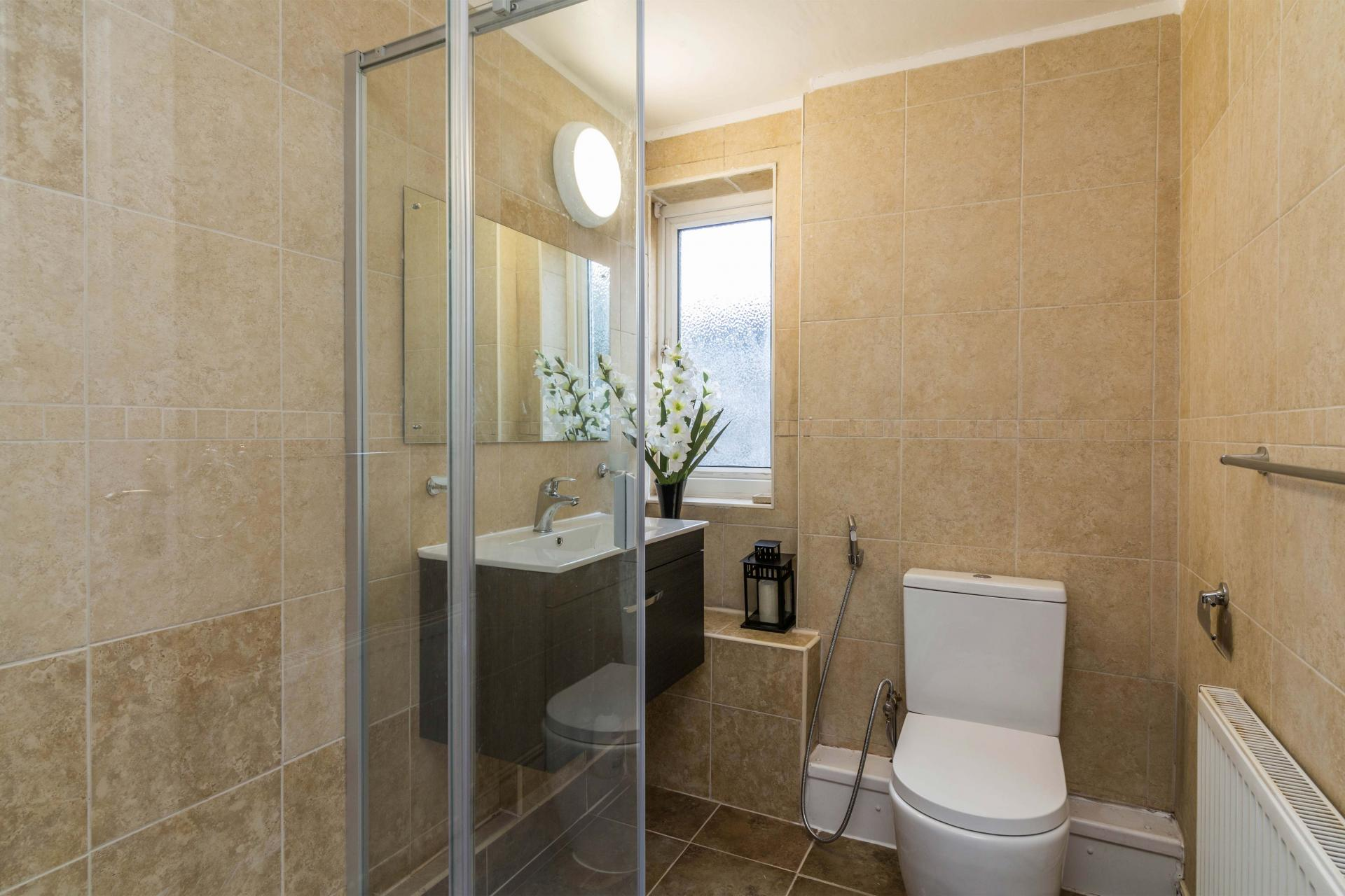 Shower at Redcliffe Apartment, Mapperley Park, Nottingham - Citybase Apartments