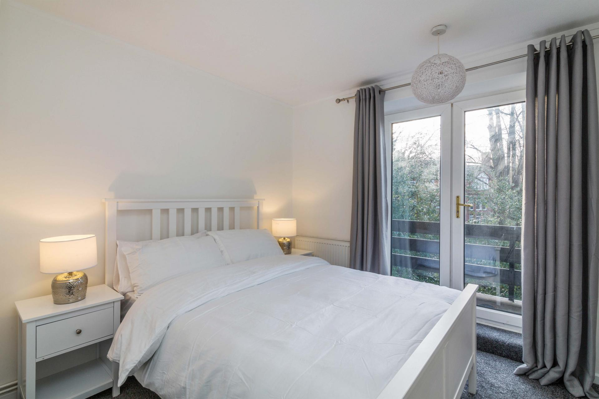 Sleeping at Redcliffe Apartment, Mapperley Park, Nottingham - Citybase Apartments