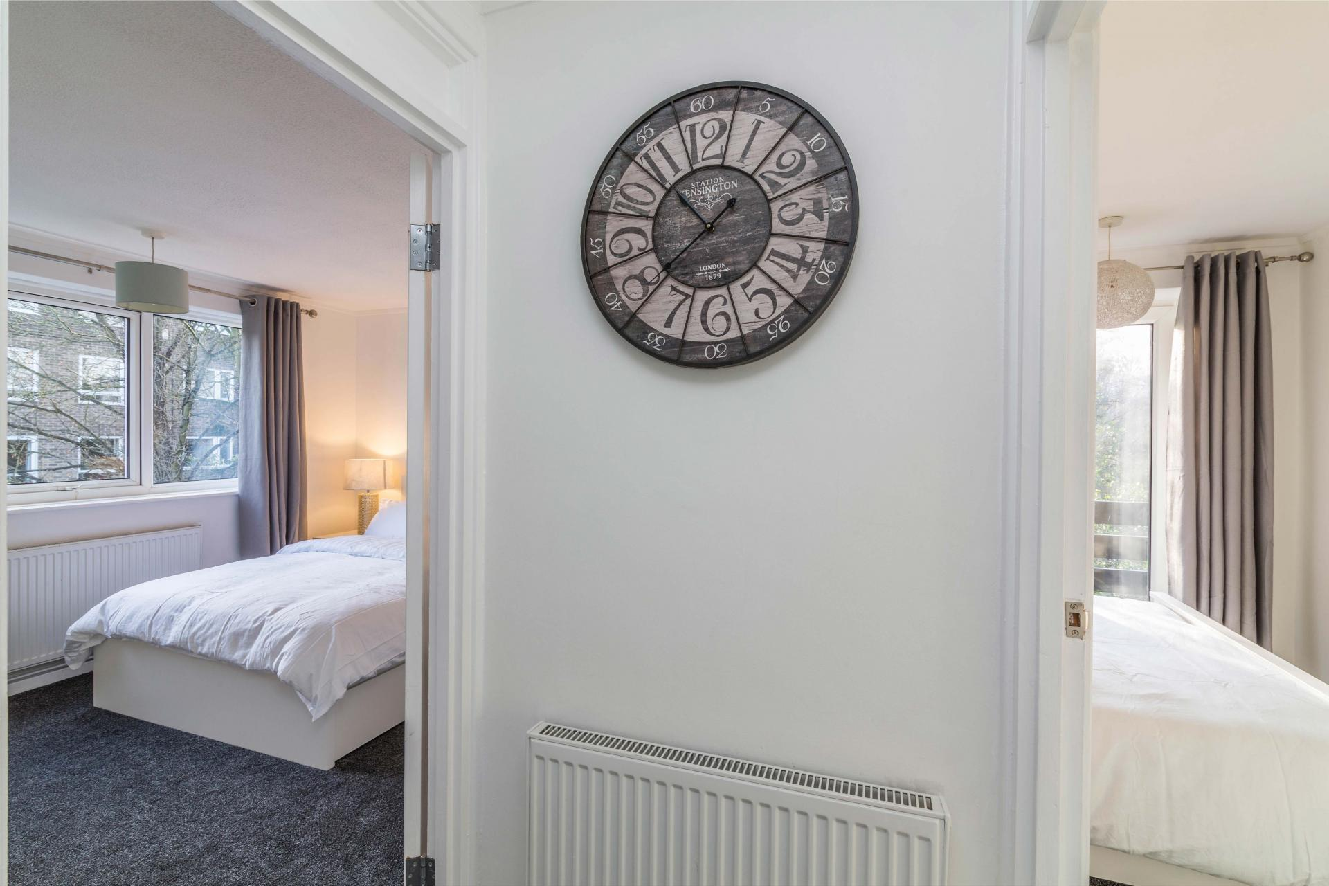 Clock at Redcliffe Apartment, Mapperley Park, Nottingham - Citybase Apartments