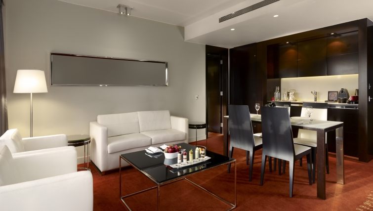 Stunning living area in Park Plaza Westminster Bridge Apartments - Citybase Apartments