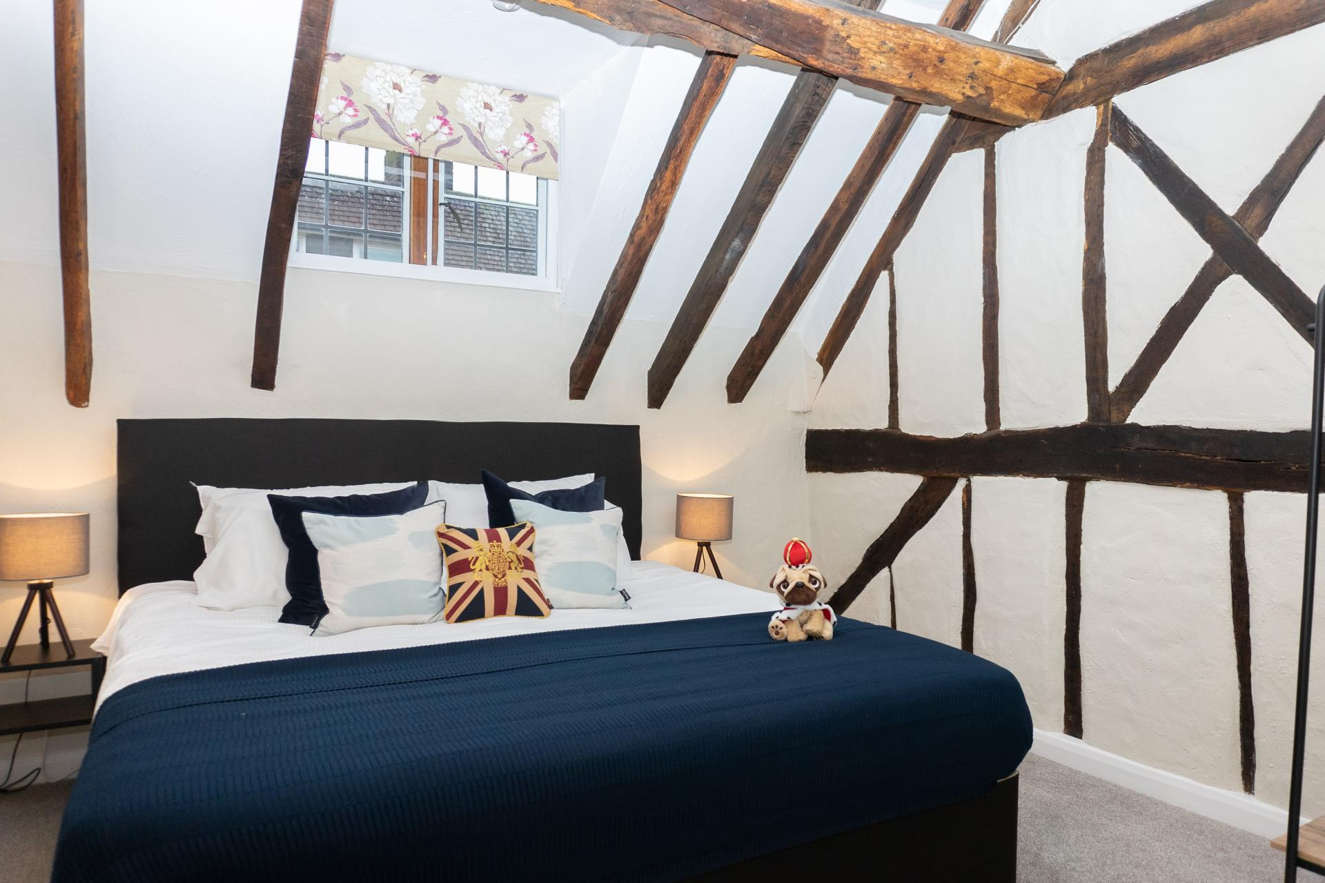 Cosy bed at Queen Anne's Court Apartment, Centre, Windsor - Citybase Apartments