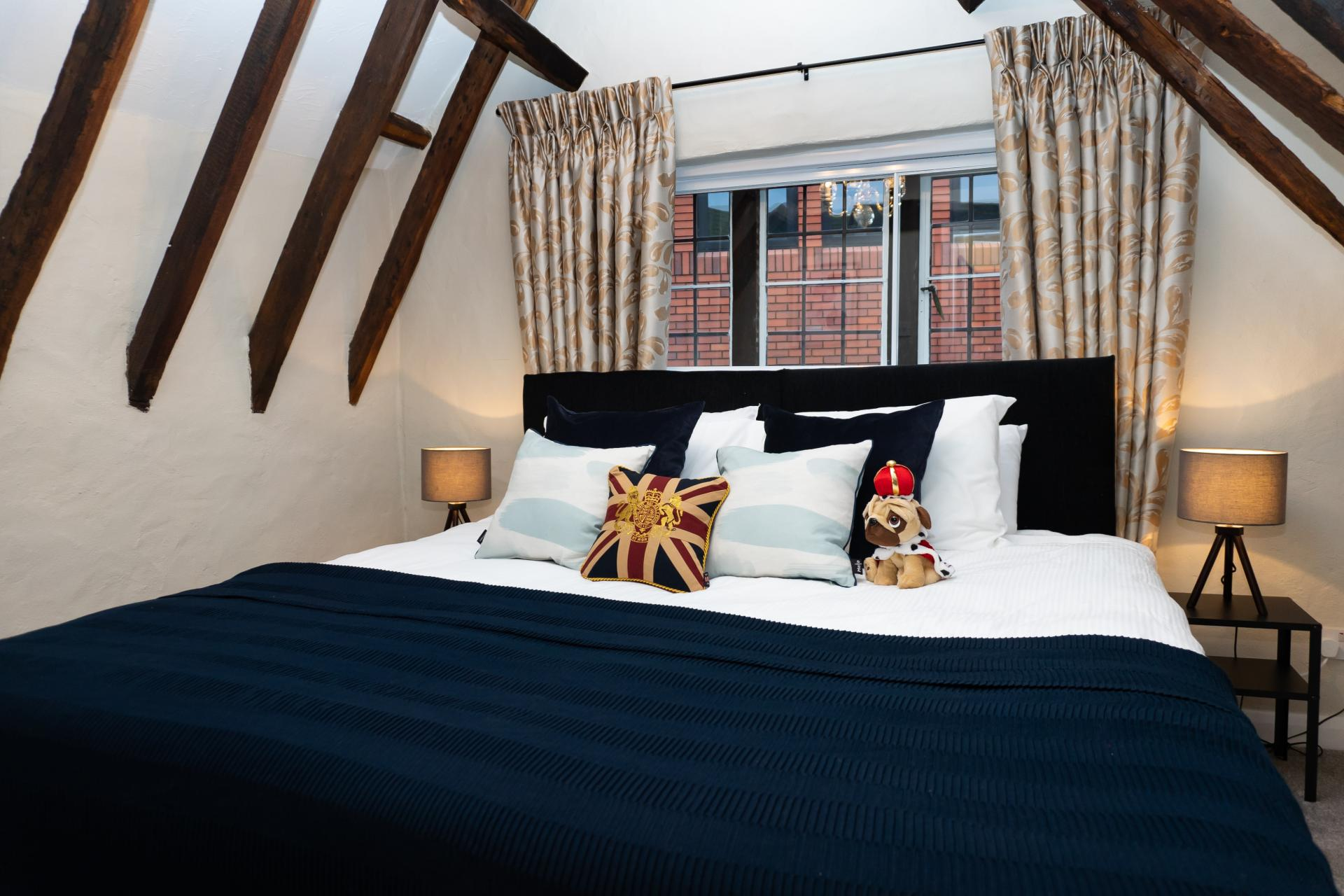 Attic room at Queen Anne's Court Apartment, Centre, Windsor - Citybase Apartments
