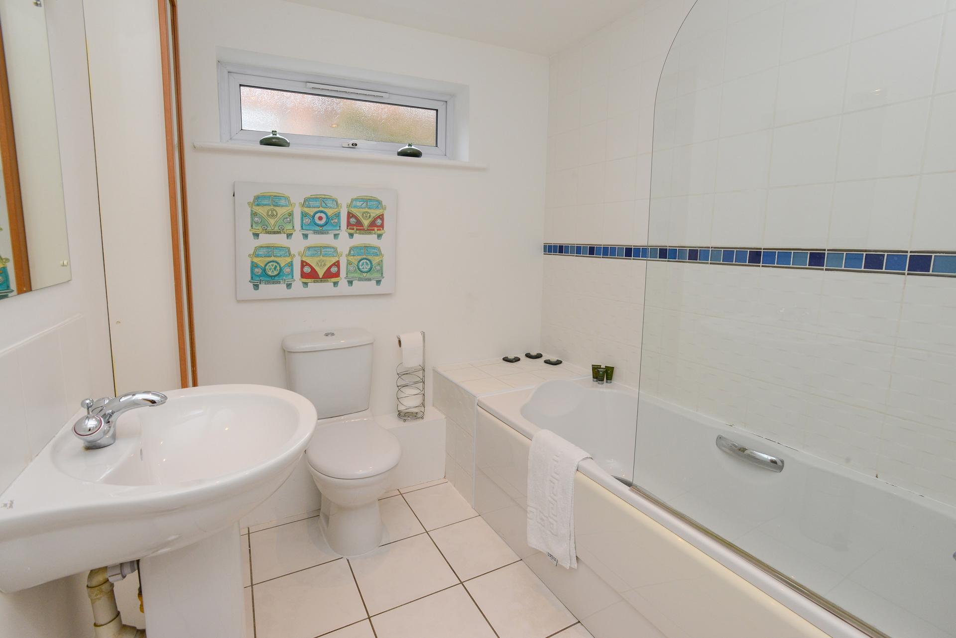 Bathroom at Edward's Court Apartment, West Bridgford, Nottingham - Citybase Apartments