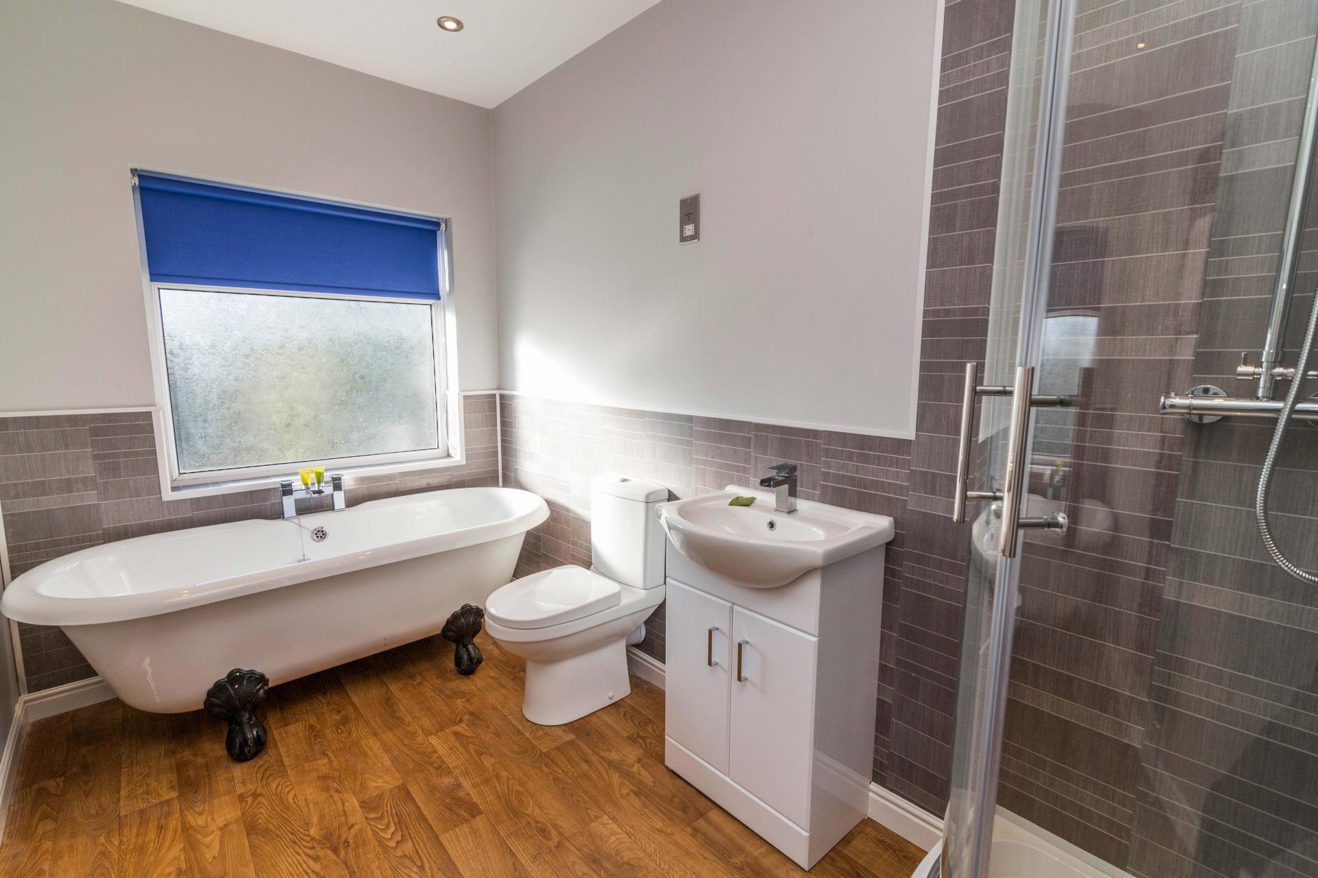 Bath at Charnwood House, Sawley, Nottingham - Citybase Apartments