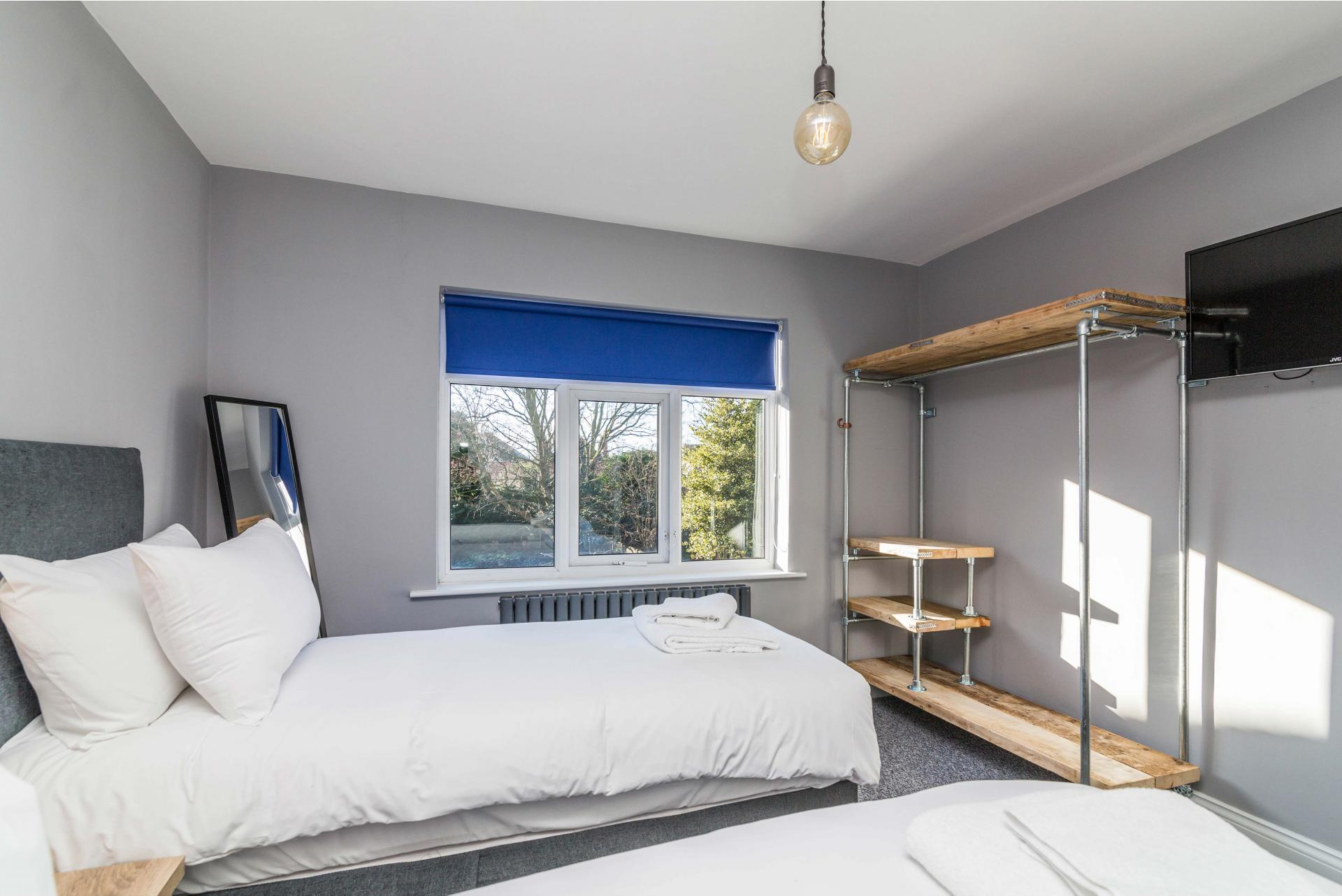 Twin beds at Charnwood House, Sawley, Nottingham - Citybase Apartments