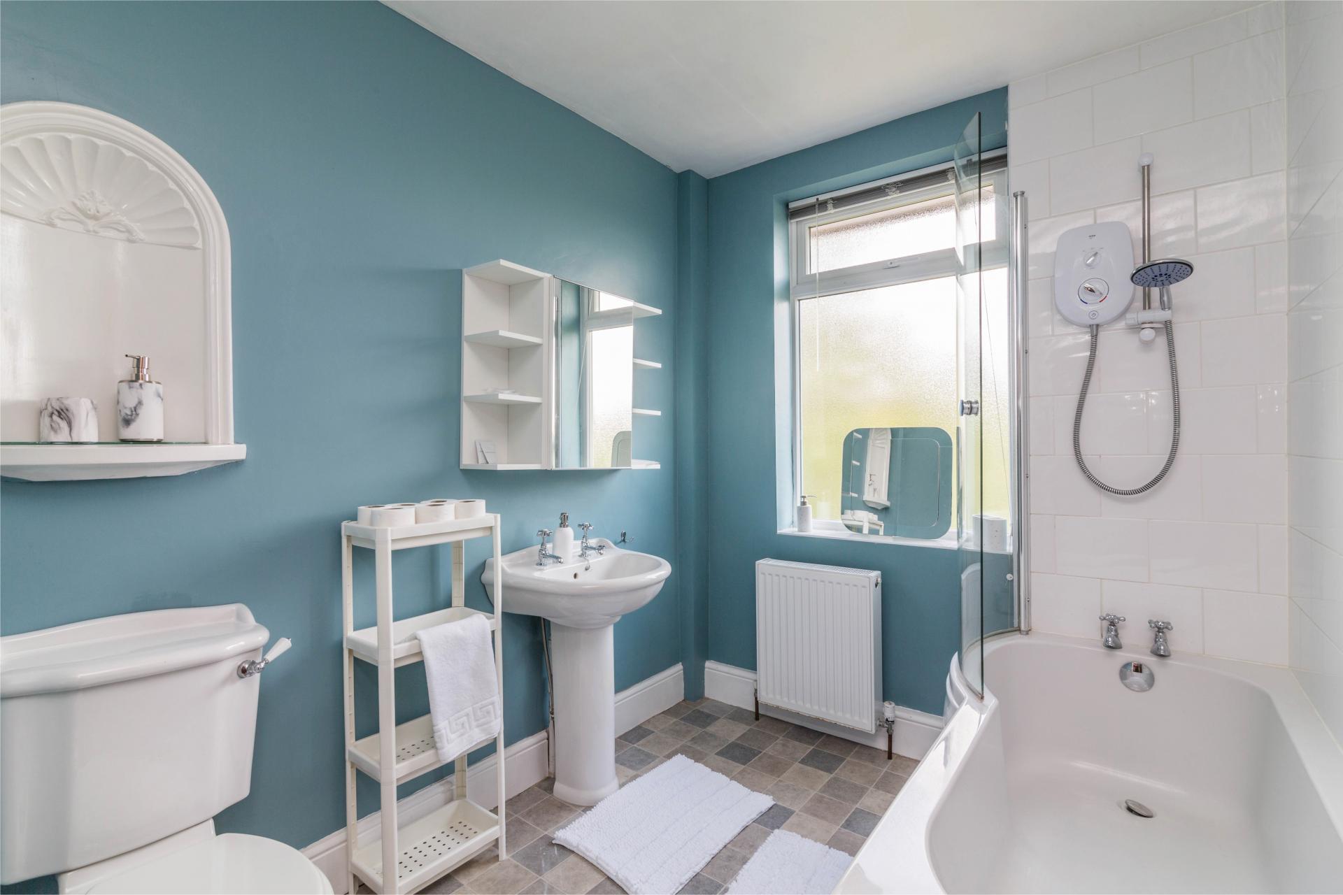Bathroom at Julian House, West Bridgford, Nottingham - Citybase Apartments