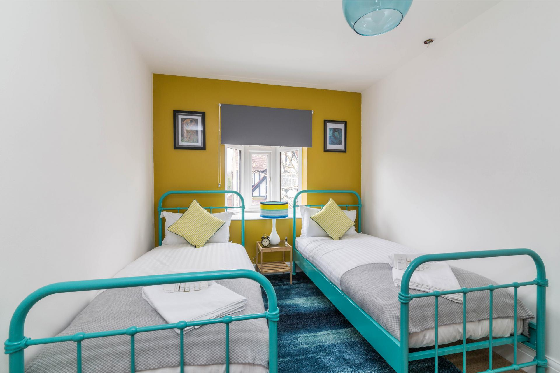 Twin beds at Julian House, West Bridgford, Nottingham - Citybase Apartments