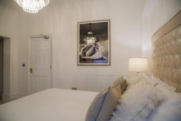 Bright bedroom at Winckley Square Hotel, Centre, Preston - Citybase Apartments