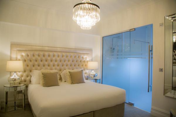 Lush bedroom at Winckley Square Hotel, Centre, Preston - Citybase Apartments