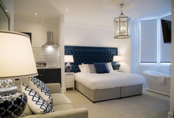Bed at Winckley Square Hotel, Centre, Preston - Citybase Apartments