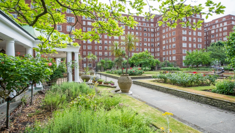 Open garden at Dolphin House - Citybase Apartments