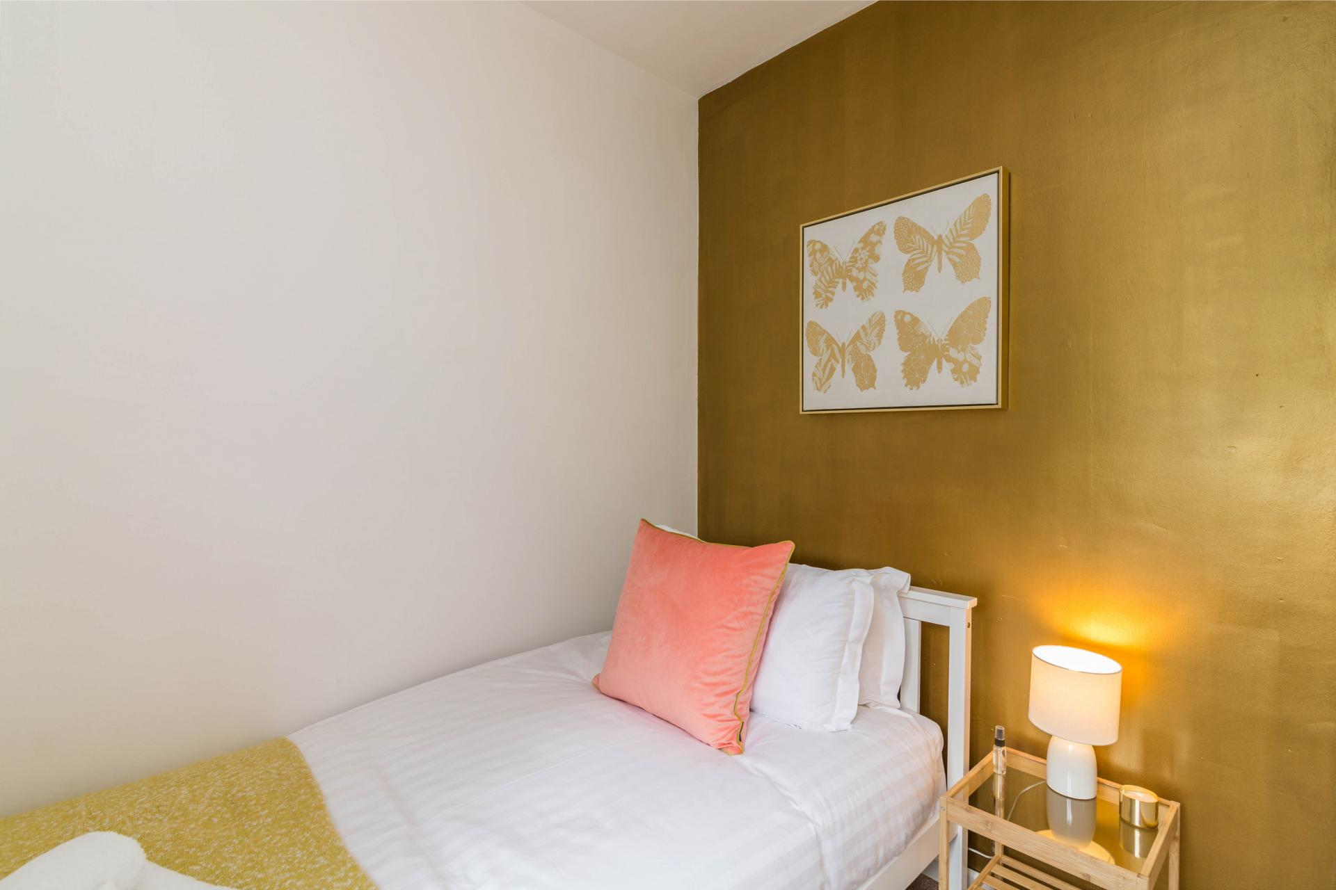Single bed at Mapperley House, Mapperley Park, Nottingham - Citybase Apartments