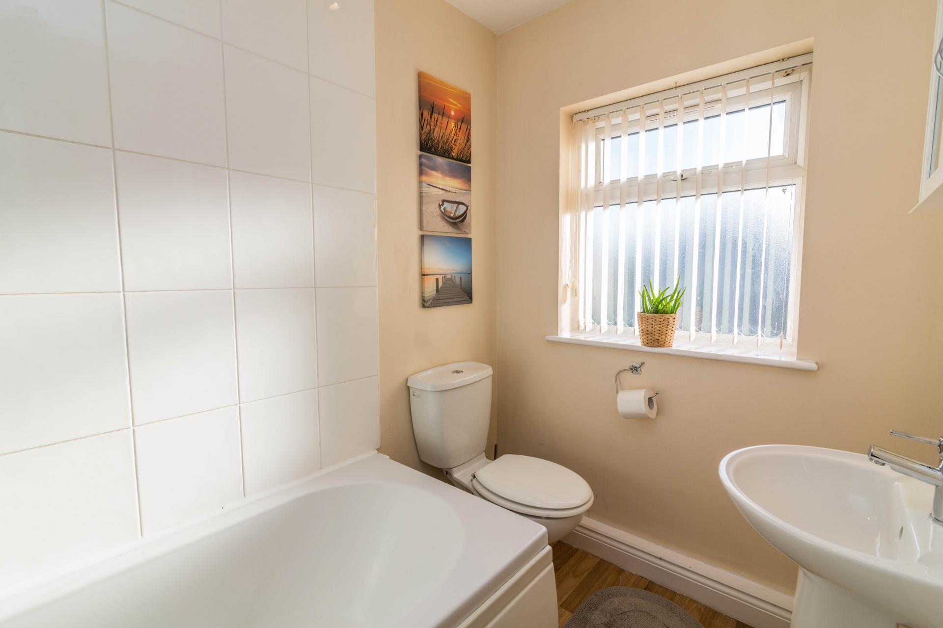 Bathroom at Mayo House, Carrington, Nottingham - Citybase Apartments