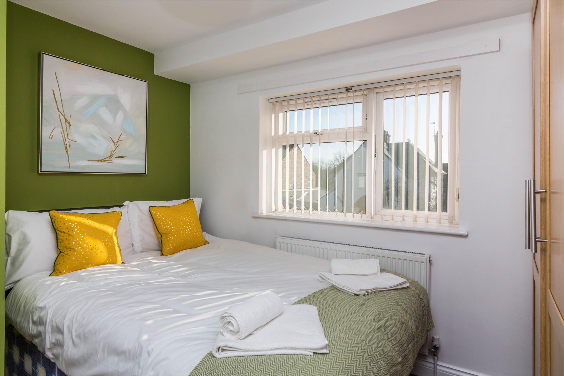 Double bed at Mayo House, Carrington, Nottingham - Citybase Apartments