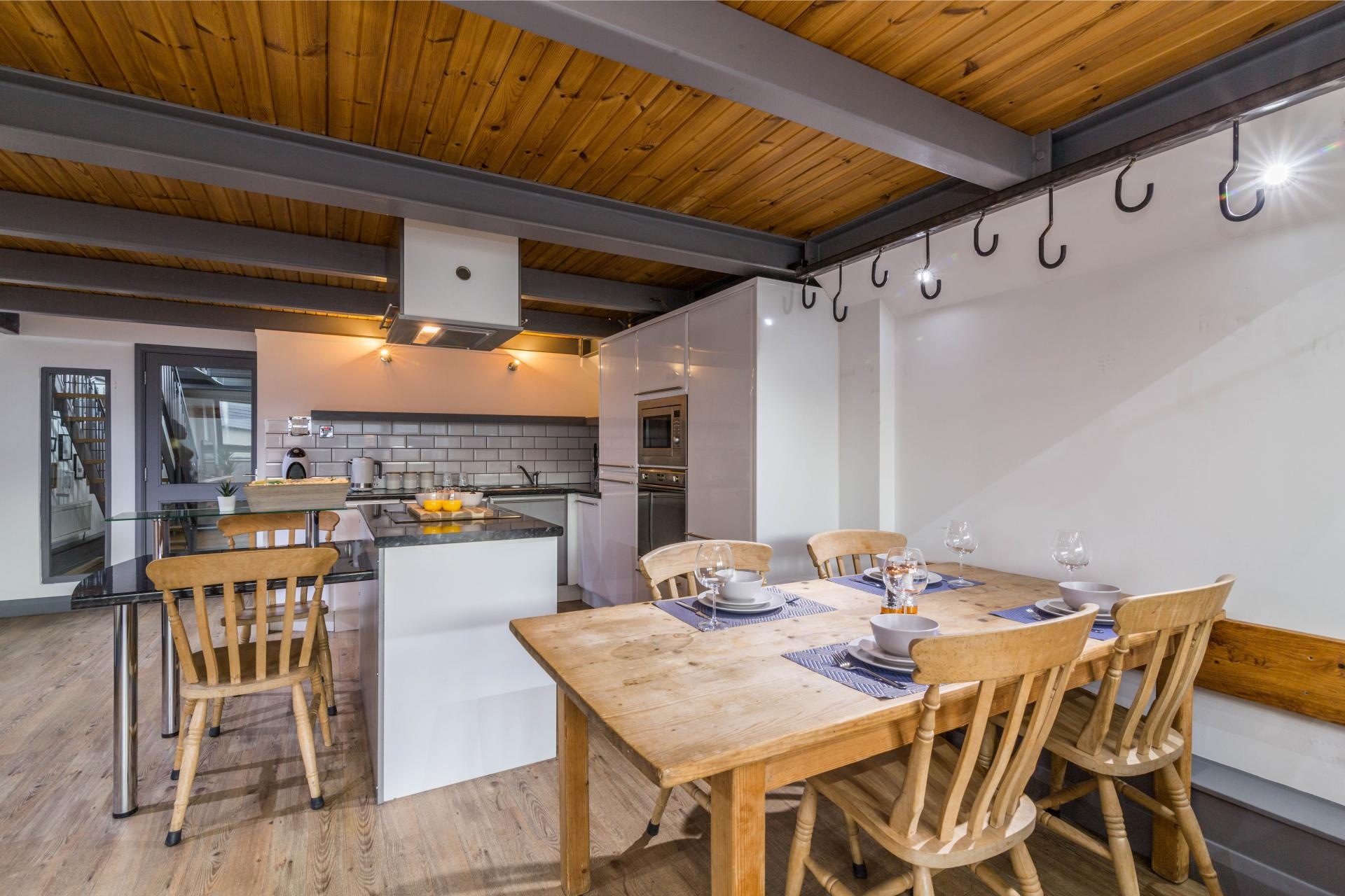 Kitchen diner at Crusader House Apartment, Hockley, Nottingham - Citybase Apartments