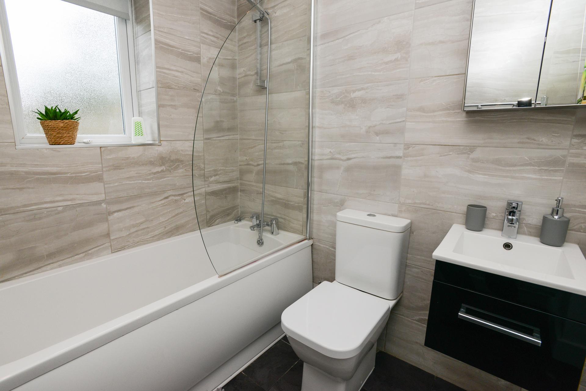 Bathroom at Beeston House, Beeston, Nottingham - Citybase Apartments