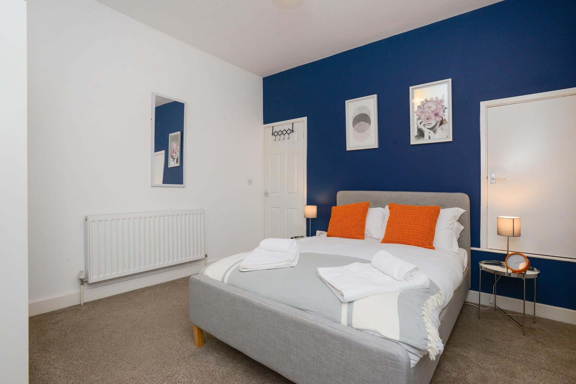 Double bed at Beeston House, Beeston, Nottingham - Citybase Apartments