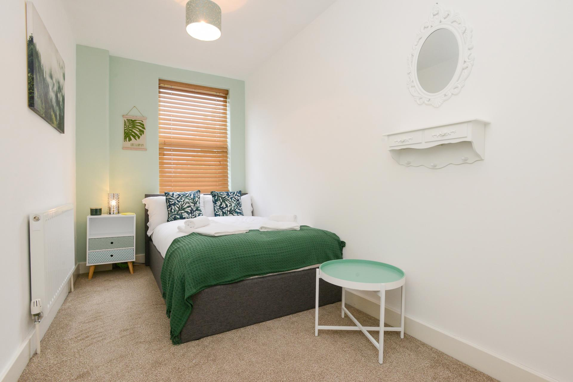 Cosy bedroom at Beeston House, Beeston, Nottingham - Citybase Apartments