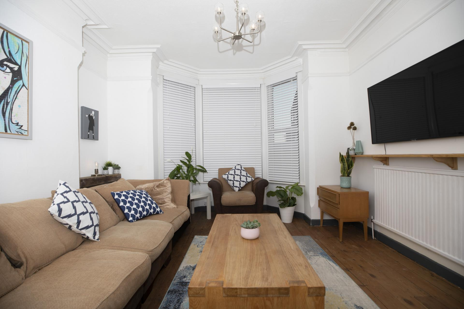 Living area at Nottingham Arthouse, Sneinton, Nottingham - Citybase Apartments