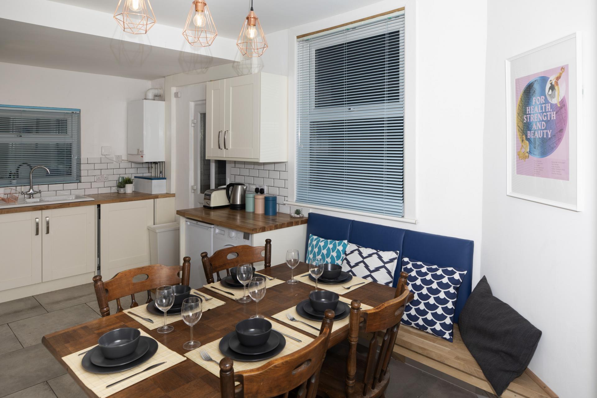 Dining area at Nottingham Arthouse, Sneinton, Nottingham - Citybase Apartments