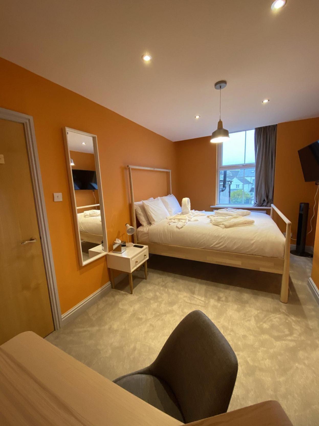 Mirror at 17 Fitzhamon Apartments, Riverside, Cardiff - Citybase Apartments