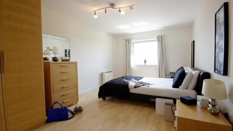 Double bed at Kelvin Gate - Citybase Apartments