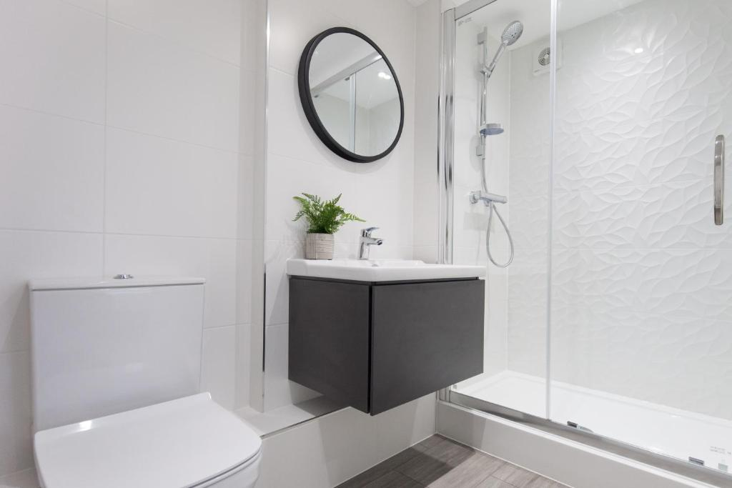 Bathroom at Montague Road Apartments, Edgbaston, Birmingham - Citybase Apartments