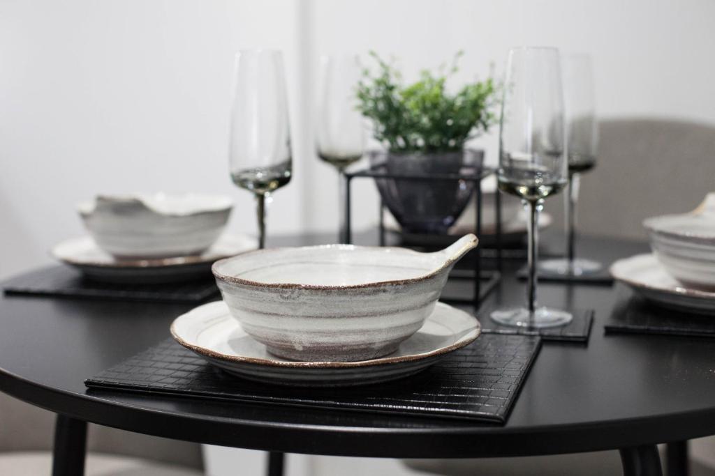 Dinnerware at Montague Road Apartments, Edgbaston, Birmingham - Citybase Apartments
