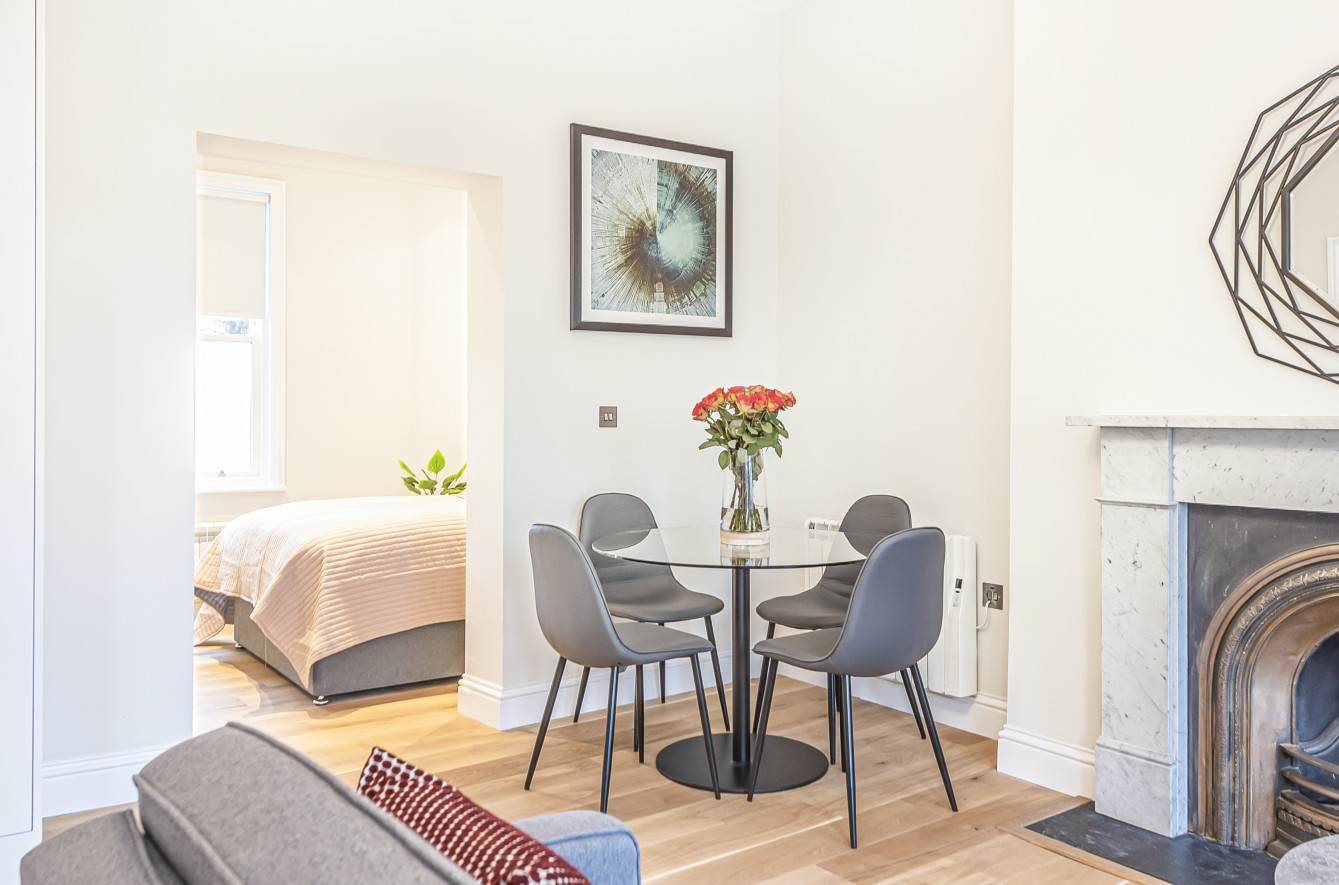 Dining area at Southwark Bridge Road Apartments, Southwark, London - Citybase Apartments