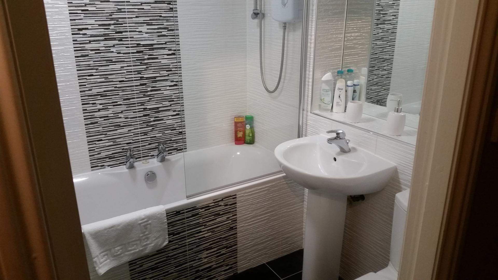 Bathroom at Glasgow Pacific Quay Apartments, Kinning Park, Glasgow - Citybase Apartments