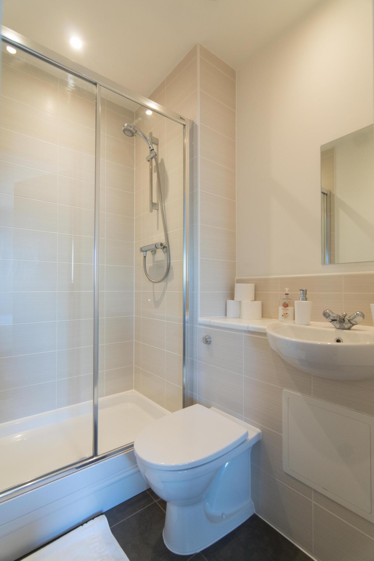 Ensuite Shower at Glasgow Skyline Apartments, Centre, Glasgow - Citybase Apartments