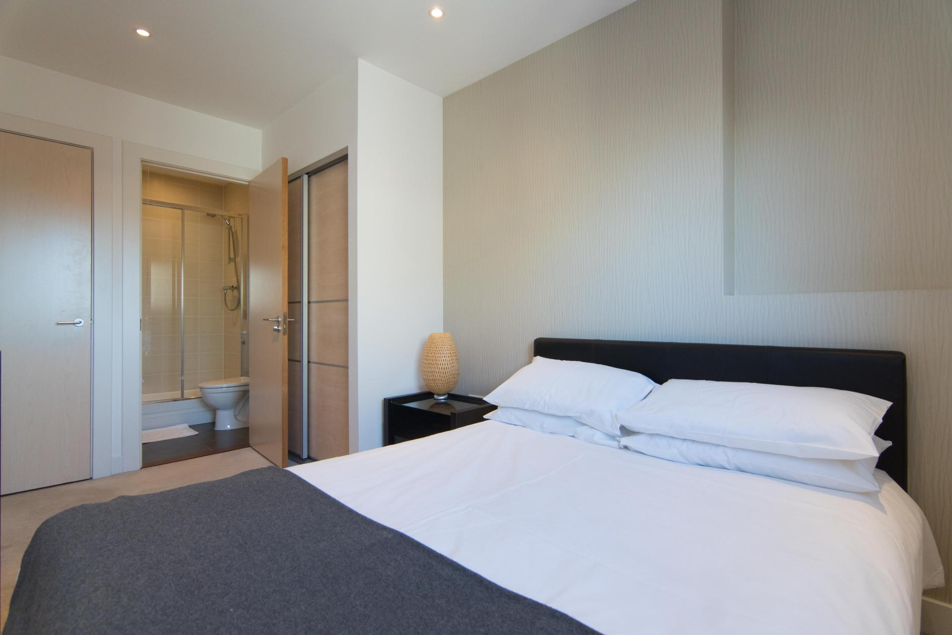 Master Bedroom at Glasgow Skyline Apartments, Centre, Glasgow - Citybase Apartments