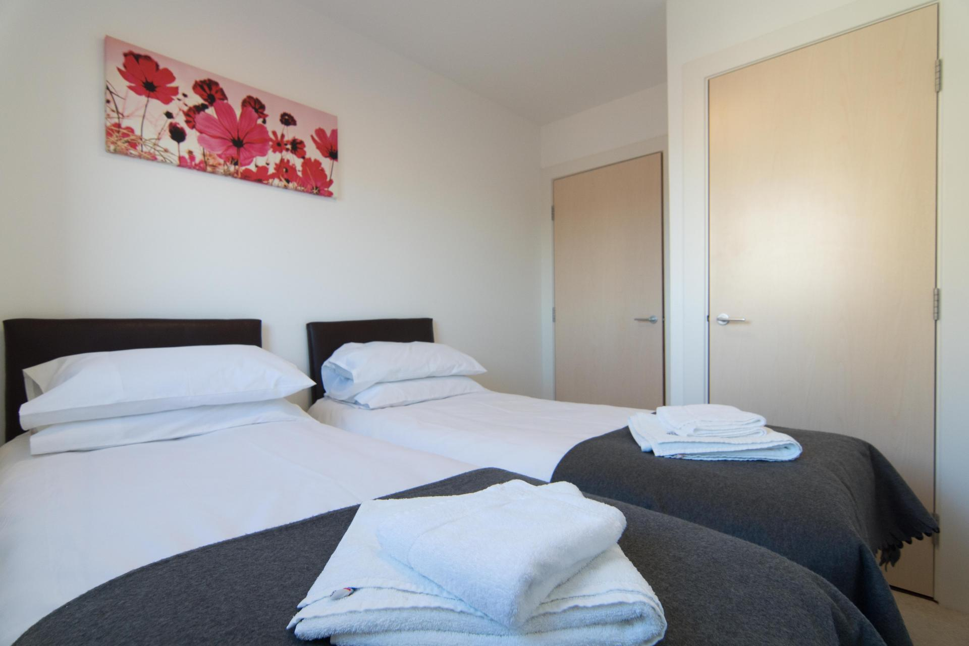 Twin Bedroom at Glasgow Skyline Apartments, Centre, Glasgow - Citybase Apartments