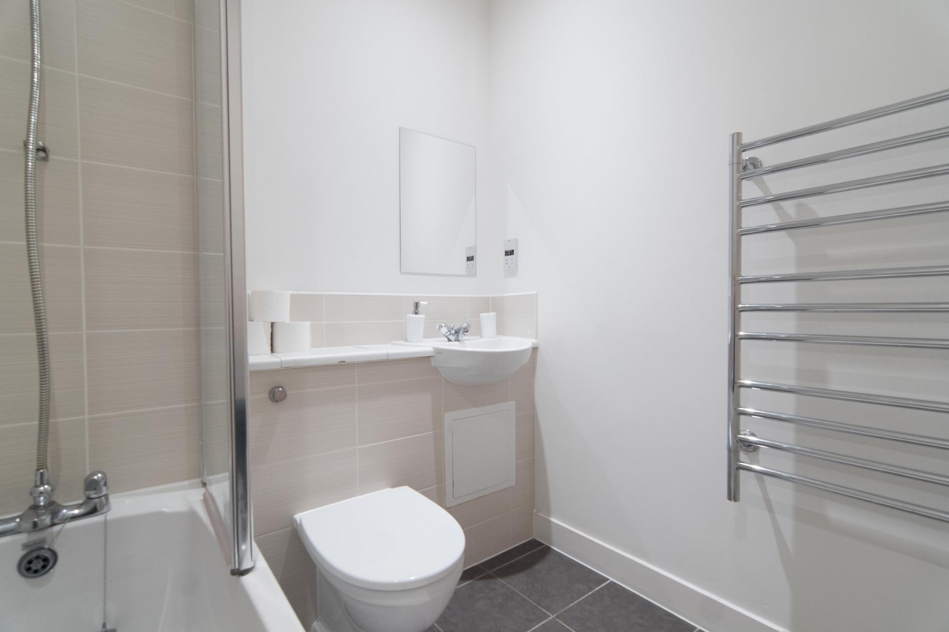 Toilet at Glasgow Skyline Apartments, Centre, Glasgow - Citybase Apartments