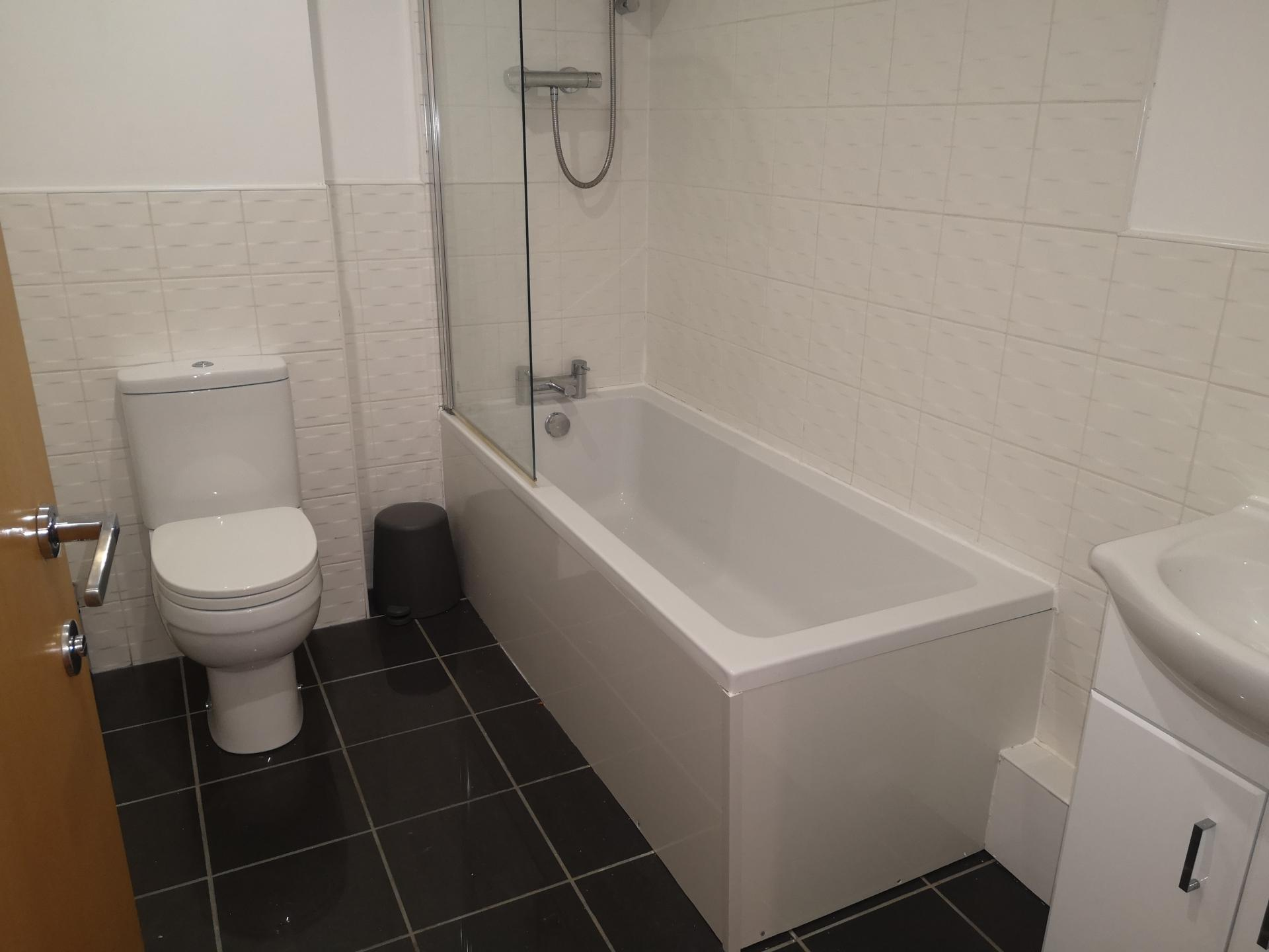 Toilet at Upper Apartment at Glasgow Central River Apartments, Centre, Glasgow - Citybase Apartments